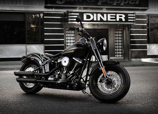 Harley Davidson Softail Slim test ride del bobber stile anni '50 - Foto 13 di 17