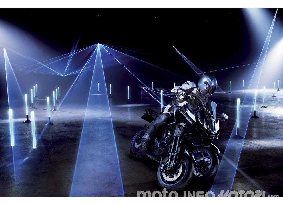 Yamaha MWT-9, la moto a tre ruote al Salone di Tokyo
