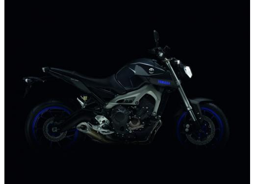 """Yamaha R6 e R1 MY 2014, aggiornamenti alle grafiche """"Race Blu"""" - Foto 5 di 10"""
