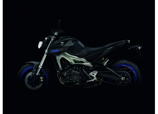 """Yamaha R6 e R1 MY 2014, aggiornamenti alle grafiche """"Race Blu"""" - Foto 7 di 10"""