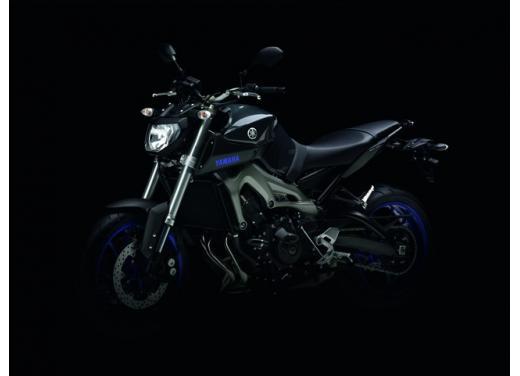 """Yamaha R6 e R1 MY 2014, aggiornamenti alle grafiche """"Race Blu"""" - Foto 8 di 10"""