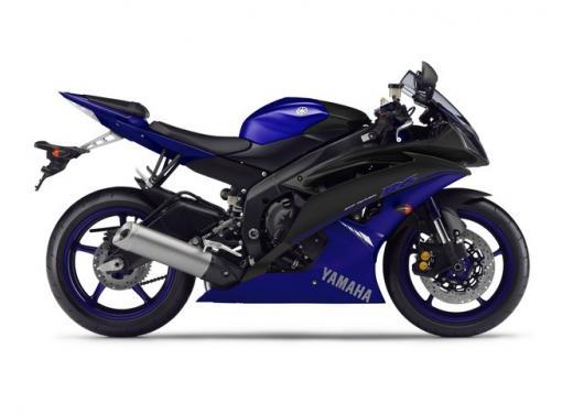 """Yamaha R6 e R1 MY 2014, aggiornamenti alle grafiche """"Race Blu"""" - Foto 2 di 10"""