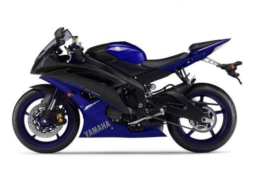 """Yamaha R6 e R1 MY 2014, aggiornamenti alle grafiche """"Race Blu"""" - Foto 4 di 10"""