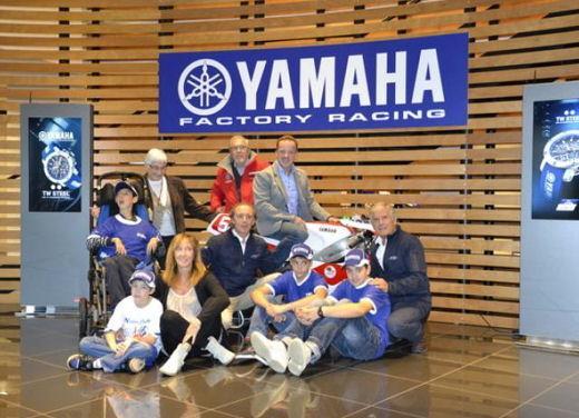 Yamaha TZ-250 benefico consegnato da Agostini e Cadalora - Foto 3 di 4