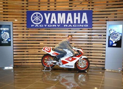 Yamaha TZ-250 benefico consegnato da Agostini e Cadalora - Foto 4 di 4