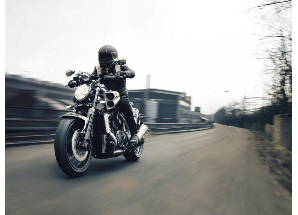 Yamaha V-Max Carbon M.Y. 2015 per celebrare il 30°anniversario