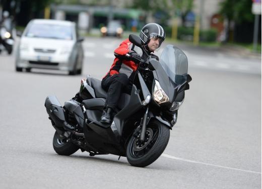 Yamaha X-Max 400: cittadino, sportivo e viaggiatore - Foto 18 di 41