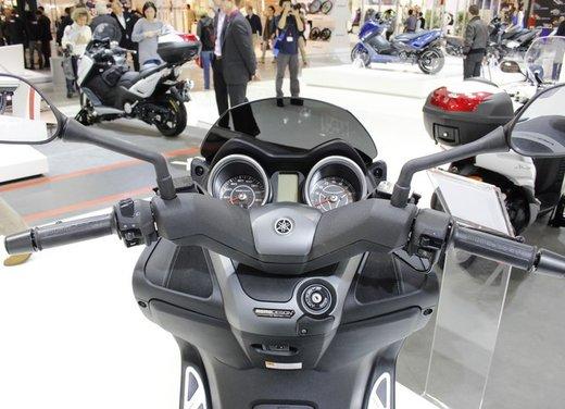 Yamaha X-Max 250 Momodesign - Foto 8 di 10