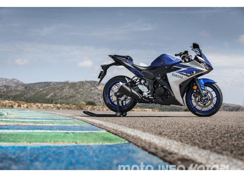 Yamaha YZF R3 al Mugello con AG Motorsport Italia - Foto 1 di 14