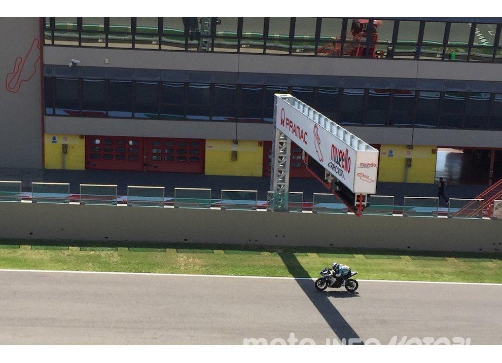 Yamaha YZF R3 al Mugello con AG Motorsport Italia - Foto 3 di 14