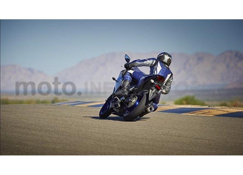 Yamaha YZF-R3, tra strada e pista con l'A2 - Foto 10 di 13