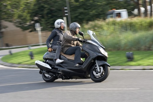 Yamaha Majesty 400, scooter da turismo secondo Yamaha - Foto 4 di 10