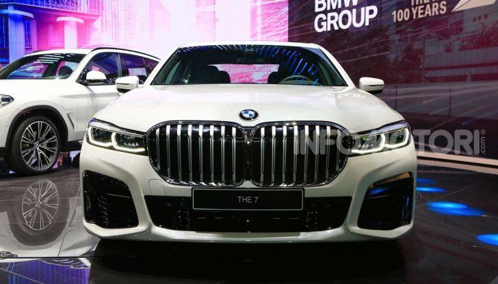 Nuova BMW Serie 7 2019: un restyling imperioso per l'ammiraglia tedesca - Foto 28 di 43