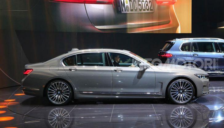 Nuova BMW Serie 7 2019: un restyling imperioso per l'ammiraglia tedesca - Foto 35 di 43
