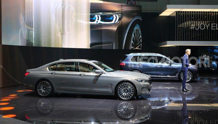 Nuova BMW Serie 7 2019: un restyling imperioso per l'ammiraglia tedesca - Foto 36 di 43