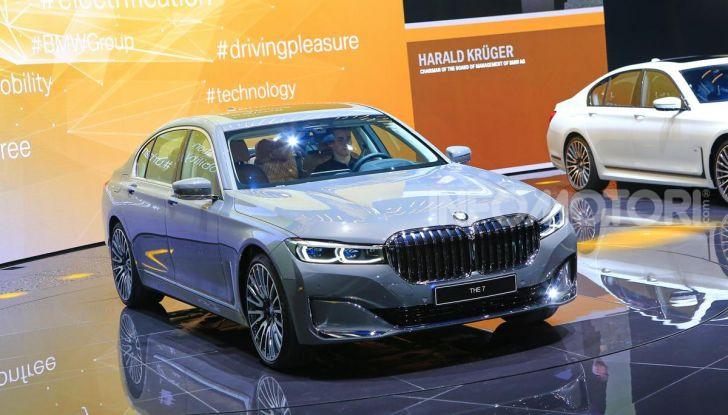 Nuova BMW Serie 7 2019: un restyling imperioso per l'ammiraglia tedesca - Foto 4 di 43
