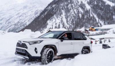 Prova Toyota RAV4 2019 Full Hybrid: sfida al limite tra i passi di montagna