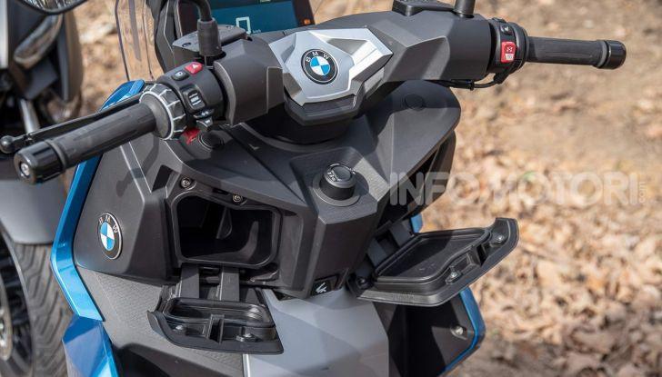 Confronto scooter 400: Bmw C400X e Yamaha XMAX 400 Iron Max - Foto 11 di 48