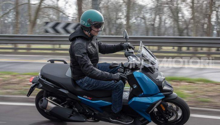 Confronto scooter 400: Bmw C400X e Yamaha XMAX 400 Iron Max - Foto 15 di 48