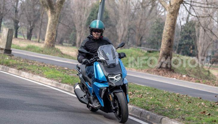 Confronto scooter 400: Bmw C400X e Yamaha XMAX 400 Iron Max - Foto 19 di 48