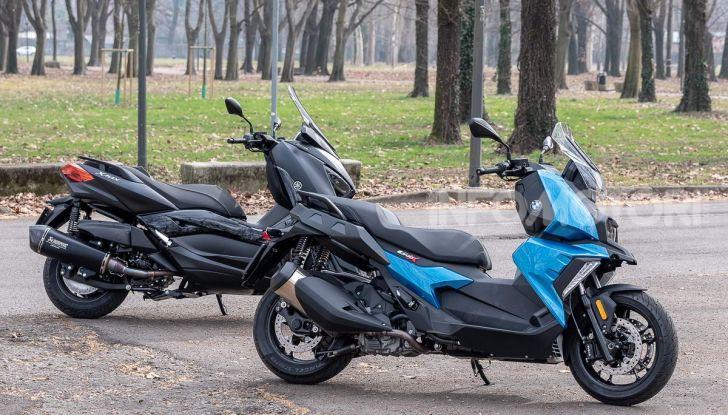Confronto scooter 400: Bmw C400X e Yamaha XMAX 400 Iron Max - Foto 1 di 48