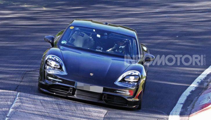 Porsche Taycan, che book: toccate le 30.000 prenotazioni - Foto 38 di 43