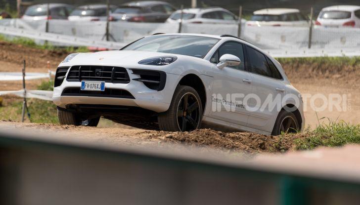 Tutti i segreti per guidare una Porsche in fuoristrada - Foto 2 di 22