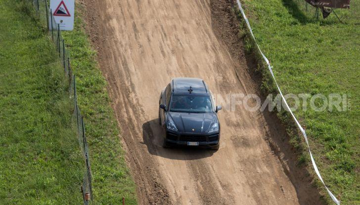 Tutti i segreti per guidare una Porsche in fuoristrada - Foto 14 di 22