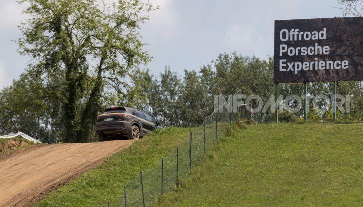 Tutti i segreti per guidare una Porsche in fuoristrada - Foto 15 di 22