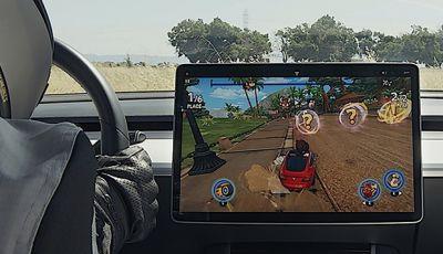 Tesla: nel software 10.0 ci sono Netflix, YouTube, Cuphead e il Karaoke