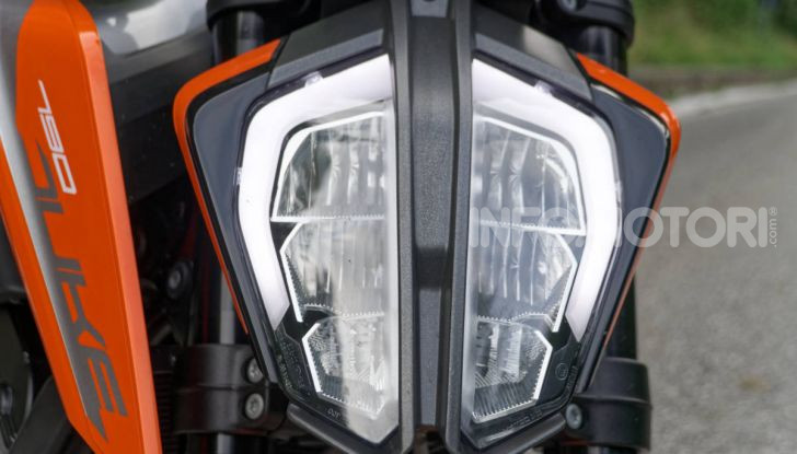 """Prova KTM Duke 790, il """"parcogiochi"""" sotto quota 10 mila (euro)  - Foto 15 di 54"""