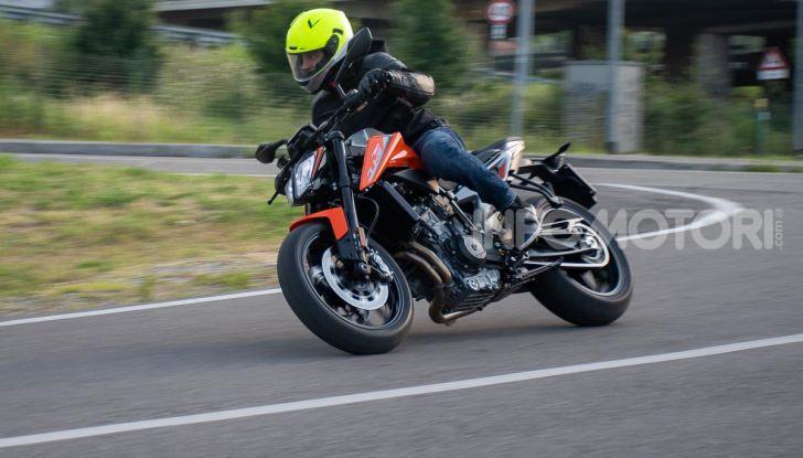 """Prova KTM Duke 790, il """"parcogiochi"""" sotto quota 10 mila (euro)  - Foto 49 di 54"""
