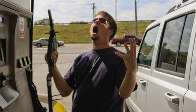Prezzi benzina sempre più alti: dove vogliamo arrivare?