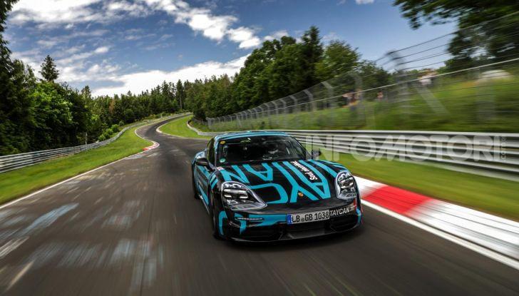 Porsche Taycan, record al Nurburgring per l'auto elettrica - Foto 1 di 5