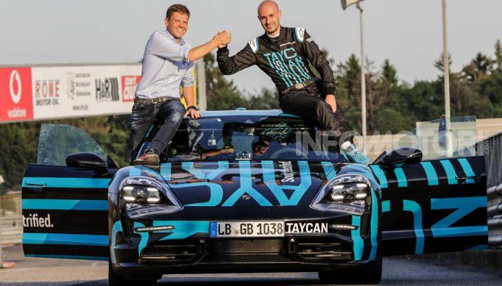 Porsche Taycan, record al Nurburgring per l'auto elettrica - Foto 5 di 5