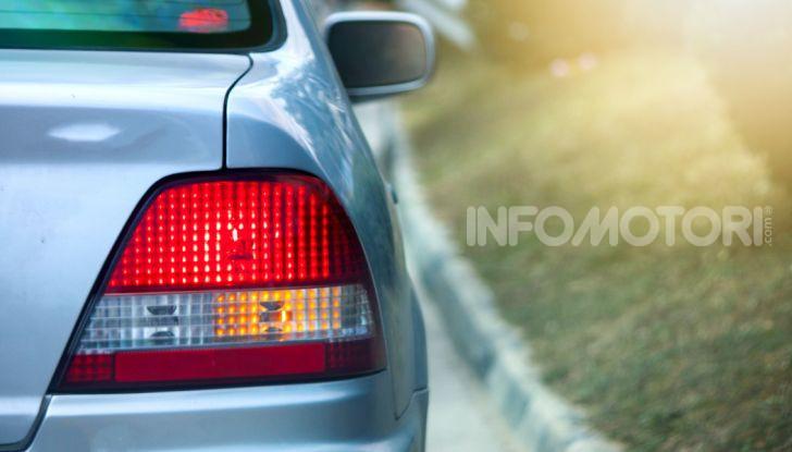 Frecce alla guida: come utilizzare correttamente gli indicatori di direzione - Foto 2 di 10