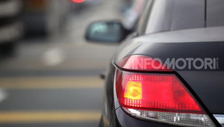 Frecce alla guida: come utilizzare correttamente gli indicatori di direzione - Foto 3 di 10
