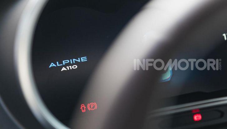 [VIDEO] Prova Alpine A110: i cinque motivi per avere il piccolo gioiello francese - Foto 30 di 45