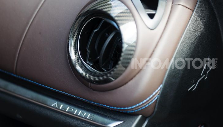 [VIDEO] Prova Alpine A110: i cinque motivi per avere il piccolo gioiello francese - Foto 34 di 45