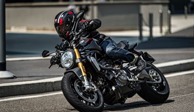 "Ducati Monster 1200 S ""Black on Black"": la Rossa si veste di nero"