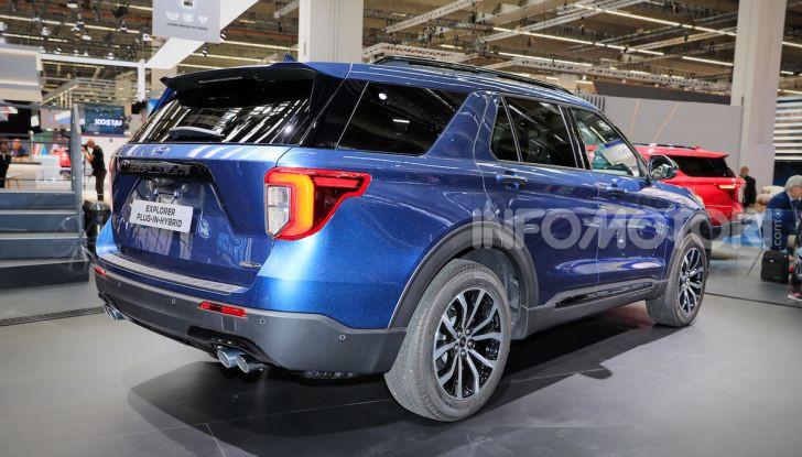 Ford Explorer Plug-In-Hybrid, arriva il SUV a 7 posti - Foto 3 di 7
