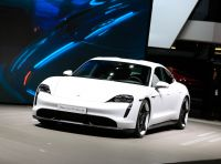 Porsche Taycan 2020, foto e dati della versione definitiva