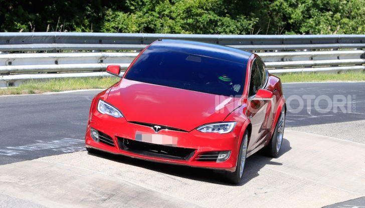 Tesla Model S al Nurburgring per battere il record della Porsche Taycan - Foto 21 di 35