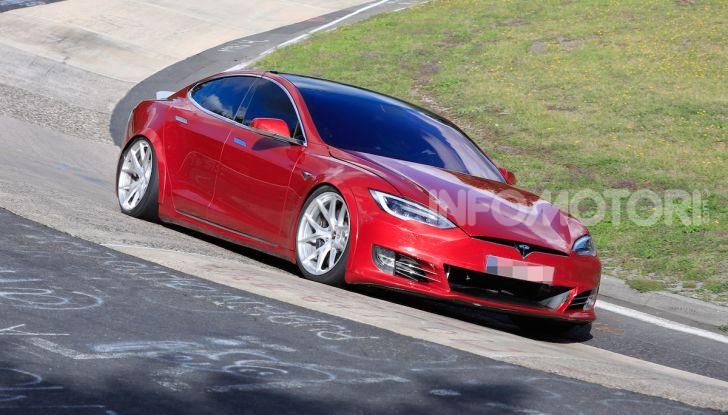 Tesla Model S al Nurburgring per battere il record della Porsche Taycan - Foto 29 di 35