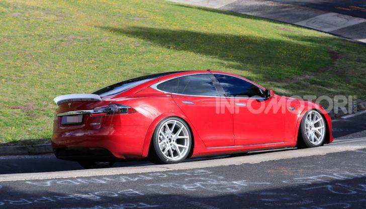 Tesla Model S al Nurburgring per battere il record della Porsche Taycan - Foto 10 di 35
