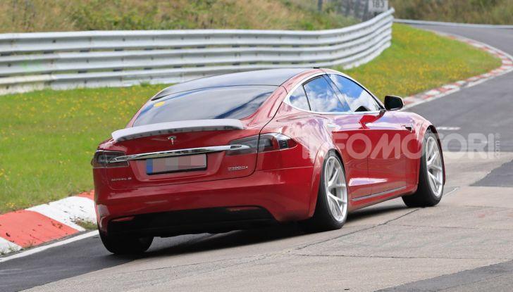 Tesla Model S al Nurburgring per battere il record della Porsche Taycan - Foto 23 di 35