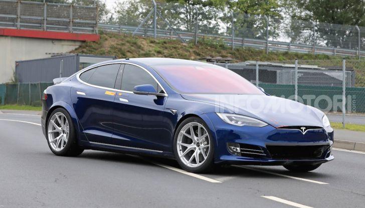 Tesla Model S al Nurburgring per battere il record della Porsche Taycan - Foto 6 di 35