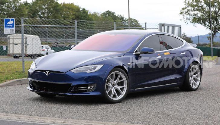Tesla Model S al Nurburgring per battere il record della Porsche Taycan - Foto 12 di 35