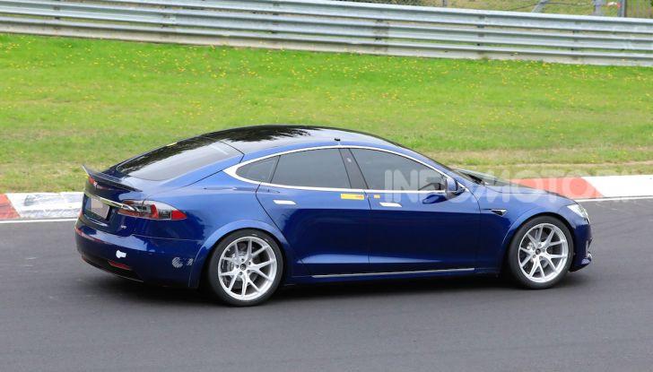 Tesla Model S al Nurburgring per battere il record della Porsche Taycan - Foto 18 di 35
