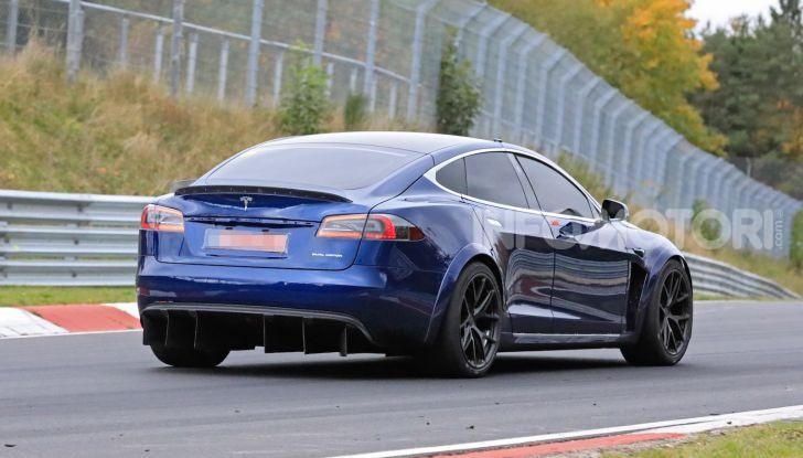 Tesla Model S al Nurburgring per battere il record della Porsche Taycan - Foto 3 di 35